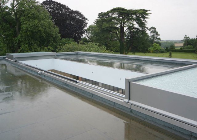 07 028 meia retractable roof over swimming pool 10 640x455