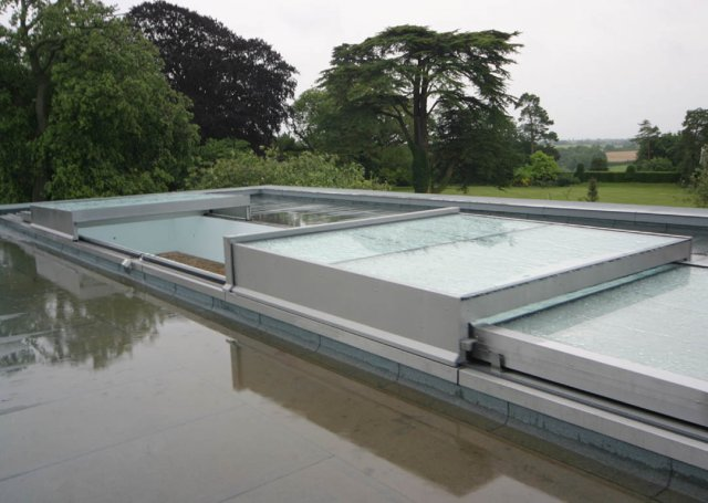 07 028 meia retractable roof over swimming pool 11 640x455