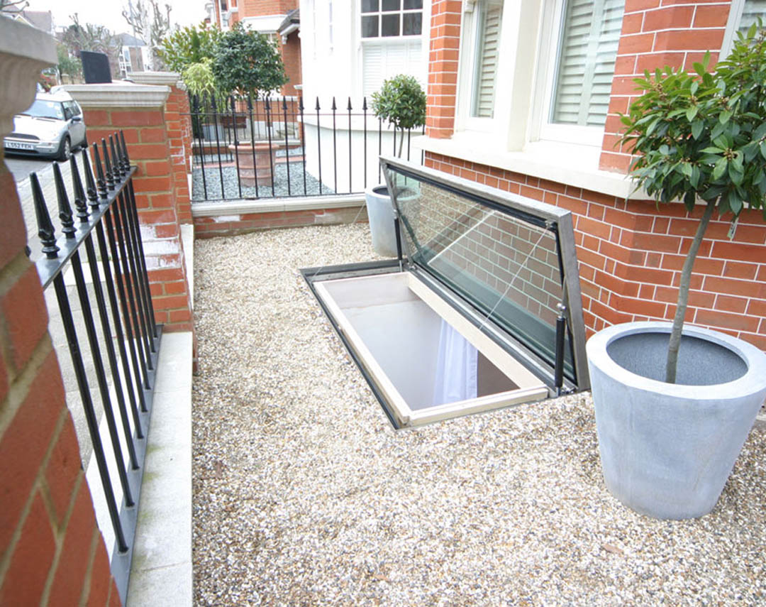 meia opening hinged escape rooflight 07 08 006