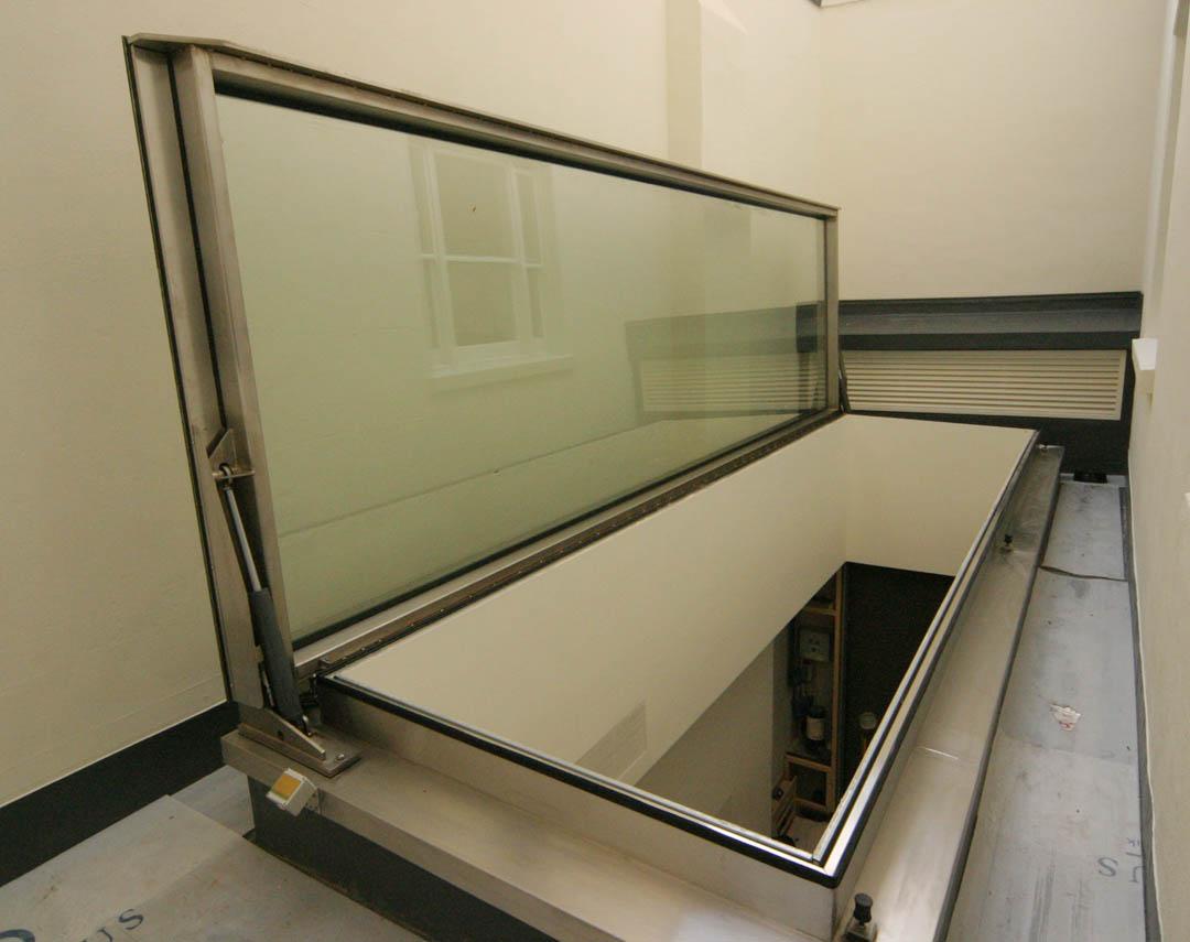 10 011ah meia hydraulic hinged opening rooflight 03